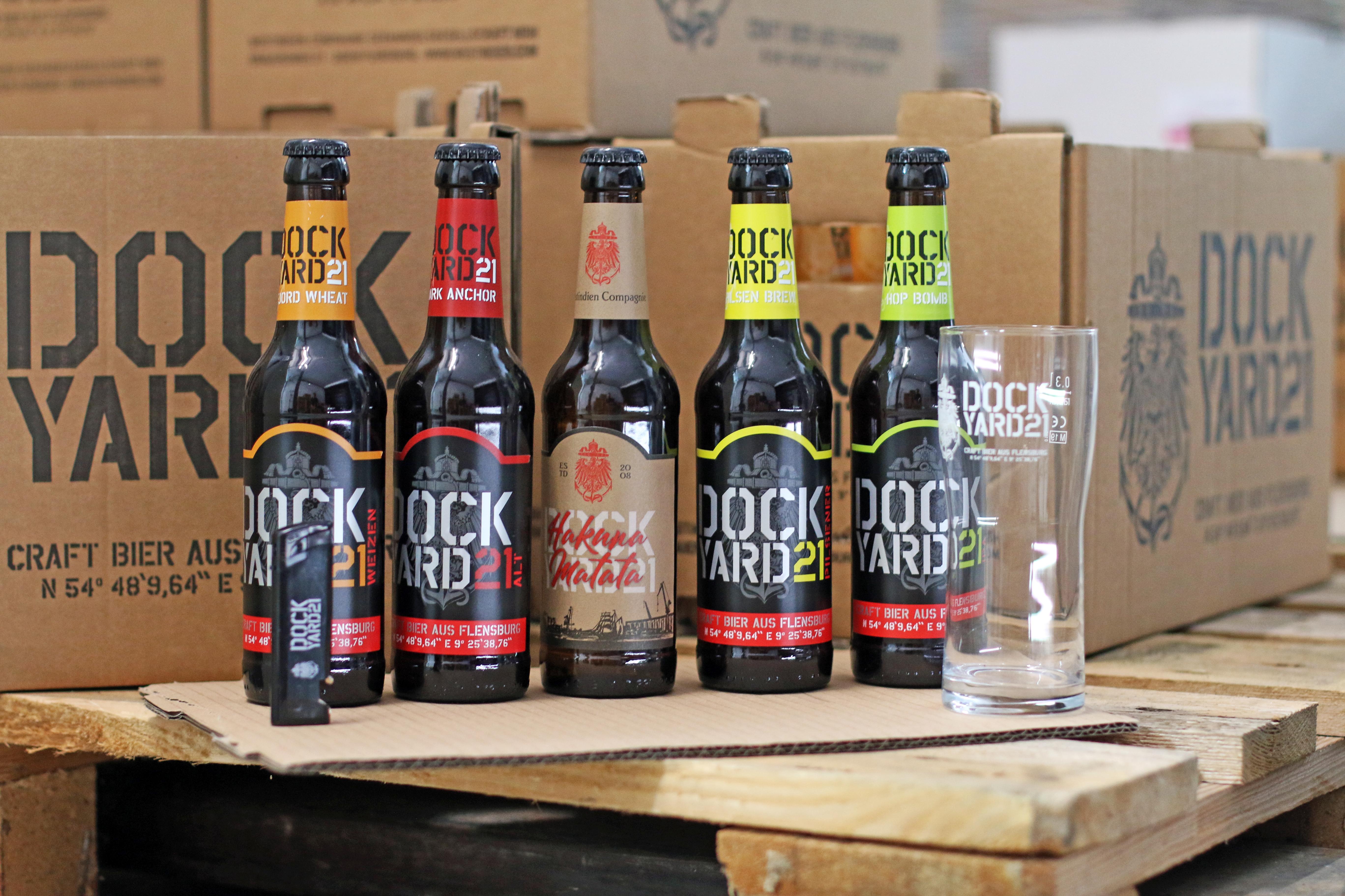 """""""Dockyard 21 Kennlern""""-Paket mit 5 Flaschen Bier, 1 Glas und 1 Feuerzeug"""